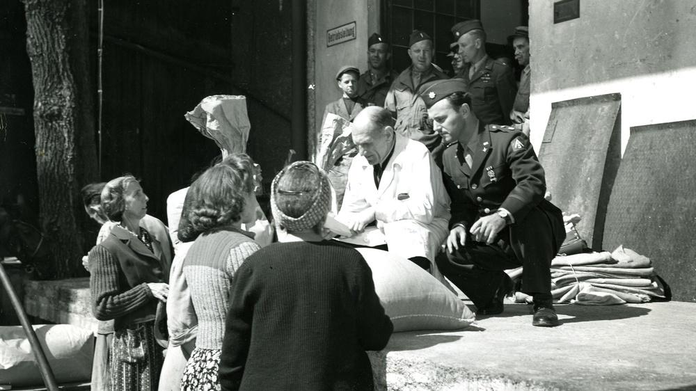 1945 - Nahrungmittel werden an die Bevölkerung verteilt © ÖGB