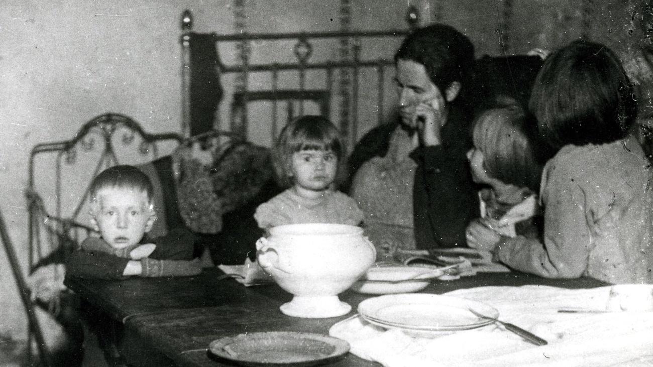 Eine Familie am Mittagstisch © ÖGB