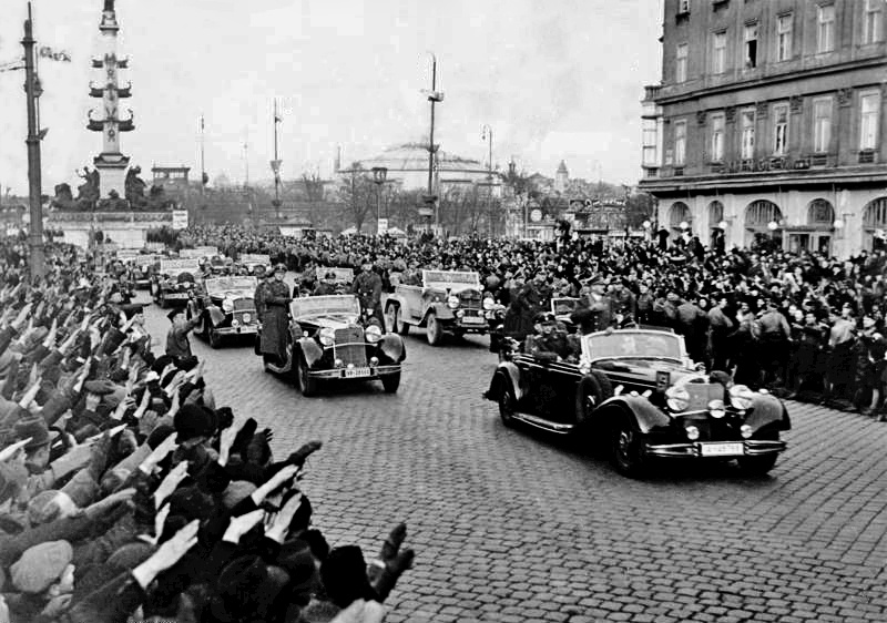 Deutsche Truppen marschieren in Österreich ein.  © ÖGB